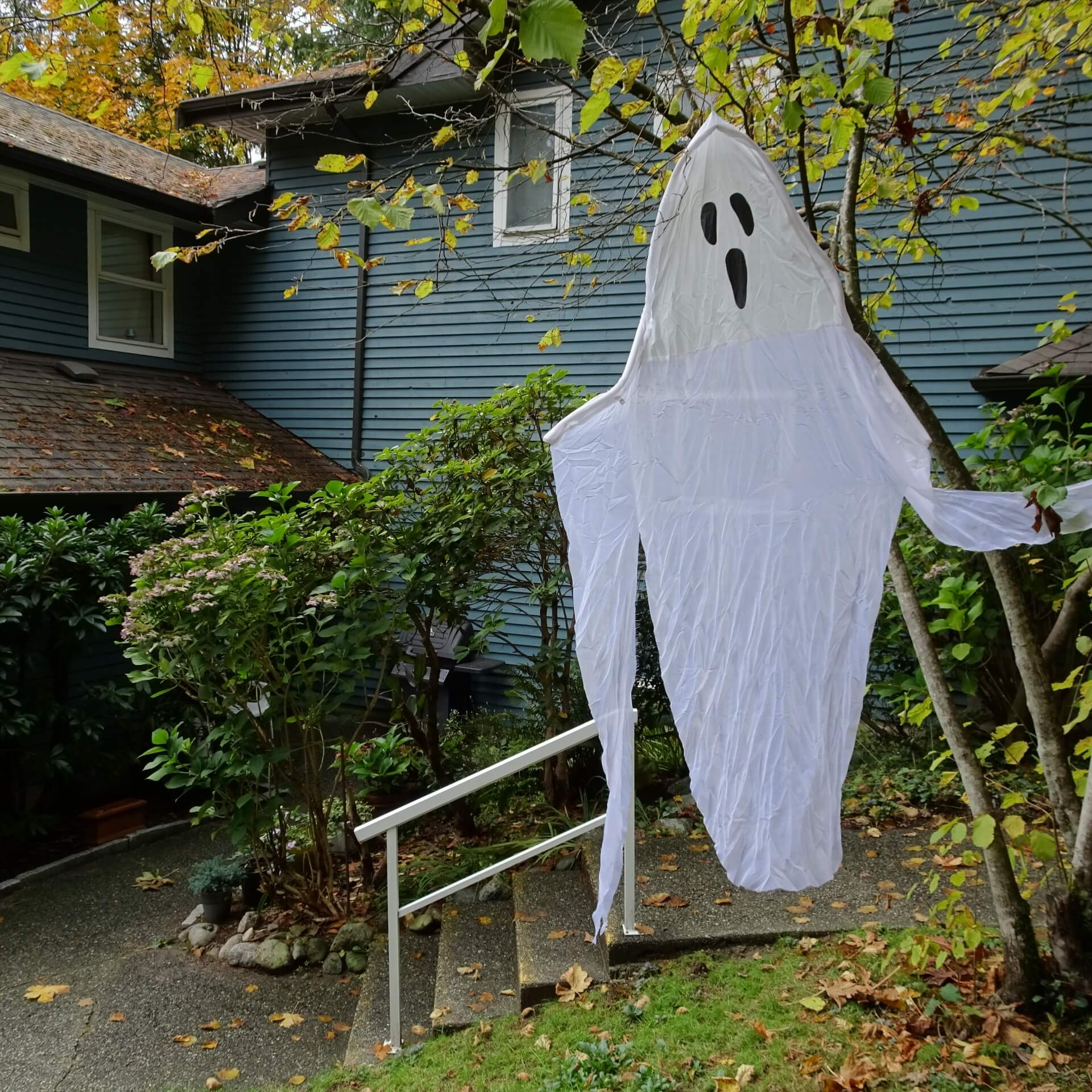 ghost hanging